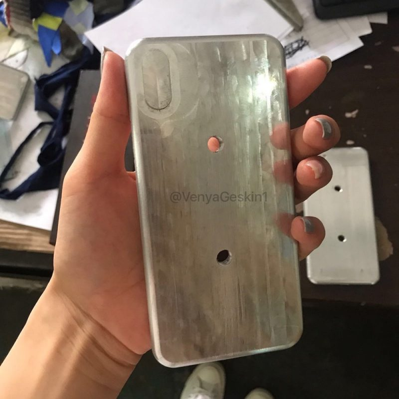 Molds of upcoming iPhones